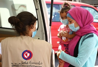 Beirut residents receive support from a mobile medical unit run by Amel Association, with support from UNFPA. © UNFPA Lebanon
